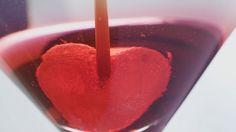 Perfekt zum Anstoßen beim romantischen Dinner: Martini zum Valentinstag | http://eatsmarter.de/rezepte/martini-zum-valentinstag