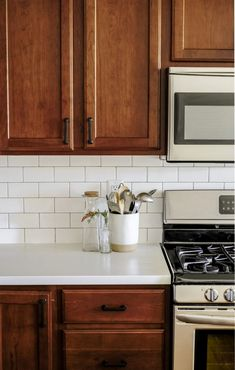 kitchen remodel with wood cabinets and white countertops. This kitchen makevoer reveal has the cutest kitchen decor ideas! Dark Wood Kitchen Cabinets, Dark Wood Kitchens, Outdoor Kitchen Countertops, New Countertops, Home Kitchens, Wood Cabinet Kitchen, Kitchen Paint, How To Restain Cabinets, Kitchen Backsplash
