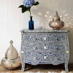 blue and white chest of drawers - pearl inlay but this design could be created by stencilling or hand painting