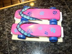 Pinewood Derby Car Designs DIY Projects Craft Ideas & How To's for Home Decor with Videos Cub Scouts, Girl Scouts, Rain Gutter Regatta, Flip Flop Images, Pinewood Derby Cars, Powder Puff, Car Girls, Diy For Teens, Diy Design