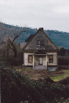 photography pretty life Cool beautiful perfect hipster landscape alone dreams old nature forest world house photos village paysage Abandoned Buildings, Old Abandoned Houses, Abandoned Mansions, Old Buildings, Abandoned Places, Abandoned Film, Abandoned Castles, Mansion Homes, Beautiful Homes