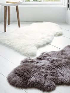 Faux Fur Bathroom Rug Lovely 5 Ways to Create A Spa at Home Home Bedroom Design, Diy Bedroom Decor, Home Decor Accessories, Decorative Accessories, White Floorboards, Fur Carpet, Home Decor Inspiration, Bathroom Inspiration, Decor Ideas