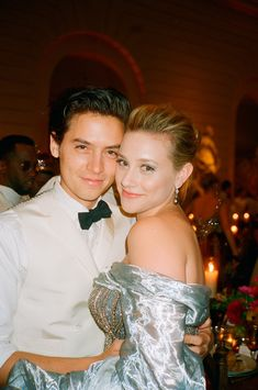 The only thing better than a photo of Cole Sprouse and Lili Reinhart at the Met Gala? A photo of Cole Sprouse and Lili Reinhart at the Met Gala taken by Kendall Jenner. Sprouse Cole, Cole Sprouse Jughead, Dylan Sprouse, Dylan O'brien, Lily Cole, Betty Cooper, Archie Comics, Film Logo, Kendall Jenner Met