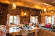 Alpine huts holidays in Styria – Winter Holiday Ideas Chalet Interior, Home Interior Design, Wooden Cabins, Wooden Decks, Loft Conversion Velux Windows, Chalet Design, Build A Closet, Log Cabin Homes, Bedroom With Ensuite
