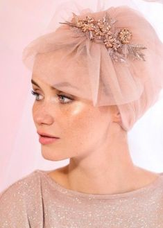 The evening Turban By Rinati Lakel is worn one handed, with no knot or tie. Is very comfortable, thanks to its cotton lining. The evening turban can be Turban Mode, Turban Hijab, Bridal Hijab, Wedding Hijab, Hair Wedding, Fascinator Hats, Headpiece, Fascinators, Headdress