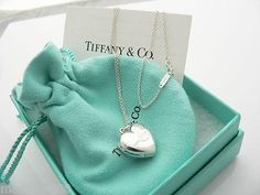 Accessoires Tiffany & Co Silver Heart Love Locket Necklace Pendant Charm 18 in Chain How To Use Make Colar Tiffany E Co, Tiffany And Co Jewelry, Tiffany And Co Necklace, Heart Locket Necklace, Cameo Necklace, Silver Pendant Necklace, Sterling Silver Jewelry, Silver Necklaces, Silver Rings