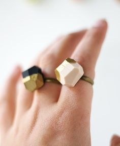 pale pink OR black gold dipped geo ring par amerrymishap sur Etsy, $18,99