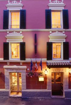 One of Lake Garda's smallest hotels, Hotel du Lac has been in the Arosio family for two generations. It is set in a typical 19th-century lakeside house, full of atmosphere, peace and comfort. The ideal spot for a relaxing stay, steeped in the gentle atmosphere of the lake, and cradled with old-world charm.