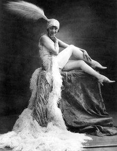 Mistinguett, Moulin Rouge dancer