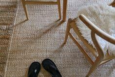 Matoilla lisätilaa kotiin ja Joanna Laajisto Q&A - Musla Wishbone Chair, Shag Rug, Rugs, Interior, Furniture, Home Decor, Shaggy Rug, Farmhouse Rugs, Indoor