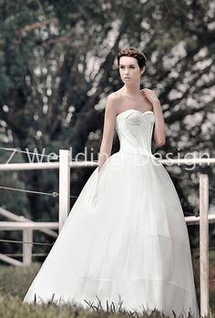 ZWEDDING Fall Romance   #zwedding #designergowns #designers #fashion #couture #wedding #bridalgowns #bridal #zweddingsg #zweddingsingapore #singapore #weddinggowns #gowns #weddingdress