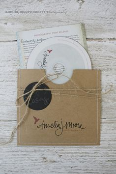 IF staying the disk route, this is sweet and straightforward.   Amelia J Moore Photography packaging {via} Kraft & Jute blog