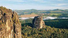 Fernsicht. Die Sandsteinfelsen im Nationalpark Sächsische Schweiz locken nicht nur Kletterer.