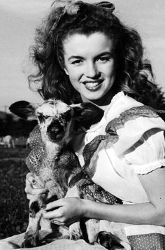Marilyn Monroe photographer by Andre de Dienes, 1945.