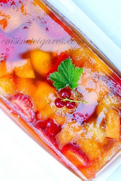 Melon Terrine, Strawberries and Peaches with Apple Jelly - Cuisine and Cigars - Trend Holidays Recipes 2019 Jello Recipes, Easy Cake Recipes, Cheesecake Recipes, Sweet Recipes, Dessert Recipes, Italian Desserts, Italian Recipes, Fruit Cake Design, Apple Jelly