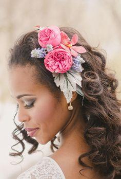 9 coafuri de mireasa romantice cu flori