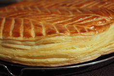 Galette des rois : rajouter une bande de pâte sur les bords des 2 cercles pour augmenter le feuilletage