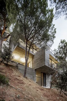 Betonowe pudełka na stromym zboczu. Daniel Isern: Mediterrani 32 | RS_blog