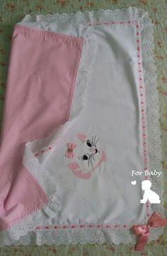 Manta em piquet forrada em tecido