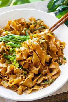 10-Minute Sesame Noodles (Ma Jiang Mian) Asian Recipes, New Recipes, Dinner Recipes, Cooking Recipes, Ethnic Recipes, Dinner Ideas, Favorite Recipes, No Dairy Recipes, Vegetarian Recipes