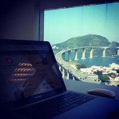 A vista para terceira ponte é um dos locais para inspiração de novas ideias. (Ponte que liga a cidade de Vila Velha a capital Vitória - ES).