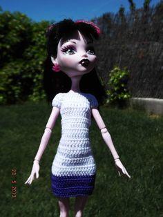 Vestido de crochet. Hecho a mano.   El color puede variar un poco en la fotografia.