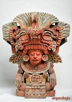 IMAGEN: Urna que representa al señor 8 Temblor, uno de los gobernantes de la antigua Atzompa, Oaxaca. La urna se exhibe en el Museo de Sitio de la Zona Arqueológica de Atzompa.