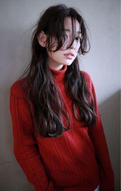 この画像は「フォルムで差をつける。〔タイプ別〕黒髪×ロングヘアカタログ」のまとめの21枚目の画像です。