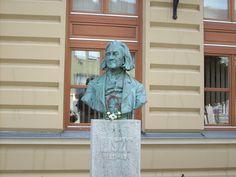 Denkmal von Franz Liszt. Lion Sculpture, Statue, Home Decor, Hungary, Interior Design, Home Interior Design, Sculptures, Home Decoration, Decoration Home