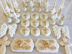 baptism cake popa, cookies a and oreos #baptismcakepops #baptismcookies #dolcecreativesweets #dolcecustomcakes (Chocolate Decorados Bautizo)