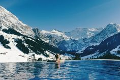 THE WORLD'S ULTIMATE SWIMMING POOLS