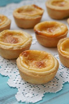 Foto: Reprodução / I Could Kill For Dessert Portuguese Desserts, Portuguese Recipes, Other Recipes, Sweet Recipes, Mini Desserts, Dessert Recipes, Easy Cooking, Cooking Recipes, Sweet Pie