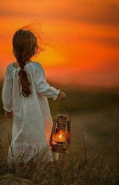 sweet girl with a lantern. Girl Photography, Creative Photography, Children Photography, Baby Pictures, Cute Pictures, Beautiful Pictures, Jolie Photo, Fine Art, Photographing Kids