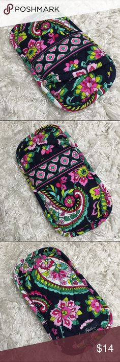NWOT DOUBLE EYE CASE SUNGLASS HOLDER PETAL PAISLEY Brand new, never used, but missing retail tag.  LKing for more Vera Bradley items, visit my closet!PRICE IS FIRM UNLESS BUNDLED Vera Bradley Accessories Sunglasses