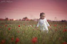 Photo girl in a meadow by Sylwia Skonieczna on 500px
