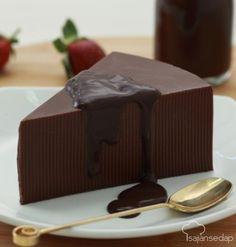 Puding cokelat saus cokelat di resep ini bakal jadi andalan untuk menyajikan dessert istimewa untuk keluarga tercinta hari. Membuatnya juga mudah. Yuk, kita simak.