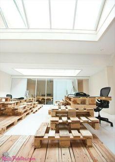 Deslumbre-se com este exemplo de escritório sustentável, todo em #paletes de madeira  Veja mais: http://maispaletes.com/?p=1223