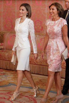 Reina Letizia de España en blanco sofisticado | Galería de fotos 9 de 15 | VOGUE