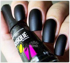 Meu primeiro esmalte preto foi o Preto Sépsia da Risqué. Usei bastante em 2007, inclusive com as unhas compridas, o que atualmente me causa um certo bloqueio desde que descobri que prefiro cores e…