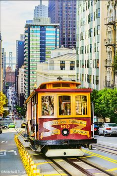 Cable Car Coming Up California Street,  San Francisco   mitchellfunk.com