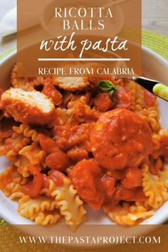 This delicious vegetarian version of pasta with 'meatballs' is made with Calabrian ricotta balls cooked in tomato sauce. An authentic Italian pasta recipe. Italian Pasta Recipes Authentic, Italian Recipes, Vegetarian Recipes, Healthy Recipes, Vegetarian Meatballs, Healthy Salads, Easy Recipes, Ricotta Pasta, Food Dinners