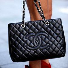 Stylish black bag for ladies