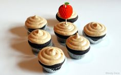 Chocolate Cupcakes With Pumpkin Coconut Frosting [Vegan] - One Green Planet Melting Chocolate Chips, Chocolate Treats, Chocolate Cupcakes, Vegan Chocolate, Chocolate Recipes, Vegetarian Chocolate, Pumpkin Recipes, Fall Recipes, Sweet Recipes