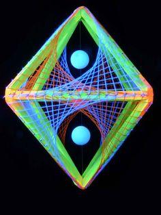 """3D String Art Deko Oktaeder """"Neon Sunset"""" #blacklight #schwarzlicht #stringart…"""