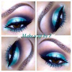 Metallic blue! Metallic Makeup, Metallic Blue, Color Me Beautiful, Most Beautiful Faces, Beauty Makeup, Eye Makeup, Hair Makeup, Candy Lips, Cool Eyes
