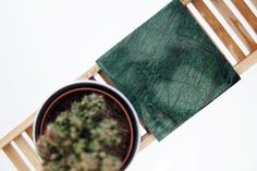 WWW.INNERCLASSY.DE - German Fashion & Interior Blogger - innenarchitektur - grüne bad dekoration - juniqe - Green Jungle Design for Bath, Badezimmer im grünen Jungledesign - marble tile - marmor fliese - holzleider diy