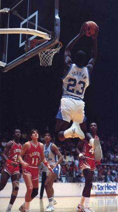 how to jump high to dunk secrets . Basketball Motivation, Basketball Tricks, Basketball History, Basketball Photos, Basketball Legends, Basketball Players, Basketball Scoreboard, Basketball Floor, Basketball Art