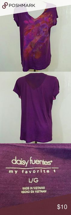 Daisy Fuentes T-shirt Daisy Fuentes T-shirt. In great condition. Size large. Daisy Fuentes  Tops Tees - Short Sleeve