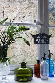 To następca stylu… Kinfolk Style, Shops, Bottles And Jars, Trends, Mason Jar Lamp, Vintage Industrial, Colored Glass, Bunt, Sweet Home