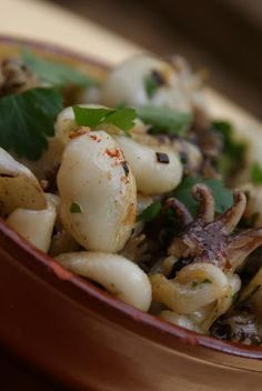 The Alba Kitchen: Small cuttlefish sautéed with garlic Tunisian Food, Recipes From Heaven, Light Recipes, Fish And Seafood, Street Food, Seafood Recipes, Healthy Dinner Recipes, Entrees, Food And Drink
